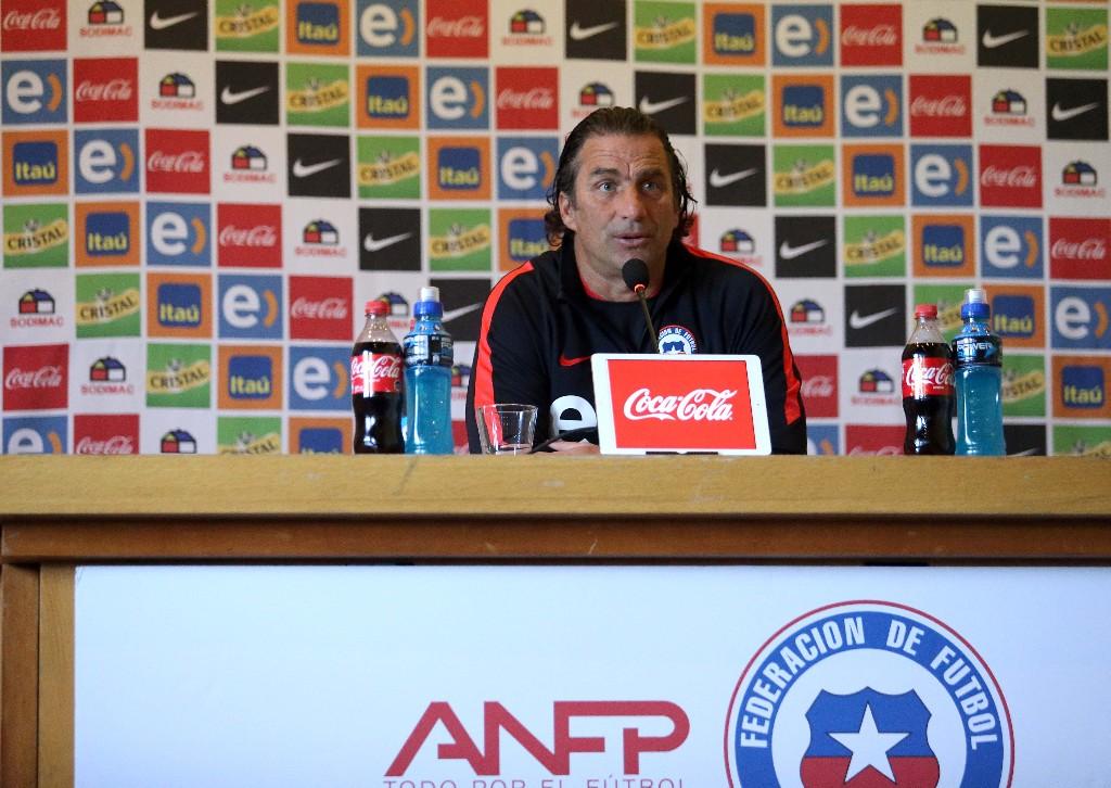 Sin Jorge Valdivia, Pizzi ya planea los duelos frente a Colombia y Uruguay